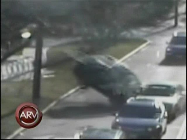 Doctora borracha y drogada protagoniza un aparatoso accidente en Boston #video