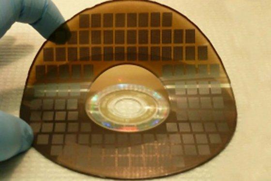 El dispositivo permitiría crear dispositivos móviles de menor tamaño