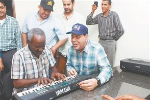 Fernando Villalona en su visita a July Pié.