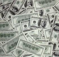 Decomisan US$180 mil a pasajero en el AILA