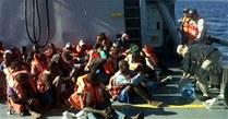 Viajeros rescatados por la Marina en alta mar.