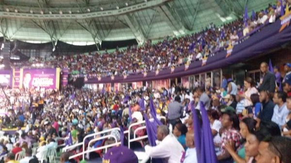 Resultado de imagen para Presidente Leonel Fernández en palacio de los deporte