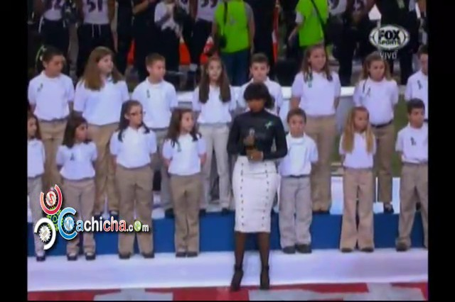 El coro de niños de Sandy Hook cantando en el Super Bowl con Jennifer Hudson #Video #SuperBowl