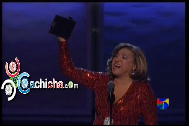 Milly Quezada Recibiendo Su Latin Grammy #LatinGrammy 2012 #Video