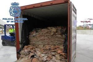 Un contenedor en el puertode Barcelona con las pieles de bovino que escondían cocaína