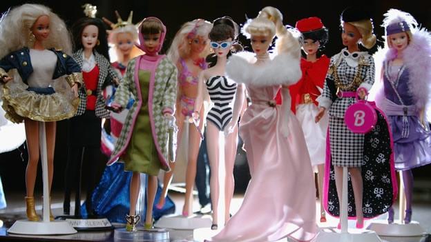 """El """"hombre Barbie"""" vive con 2.000 muñecas"""