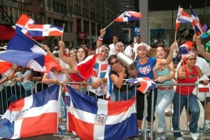 dominicanos-españa-celebrando