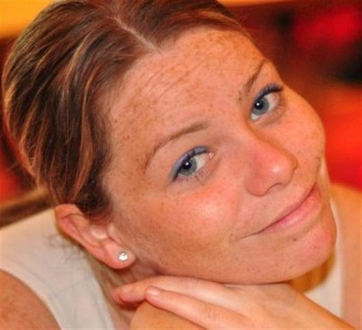 La joven de nombre Krystle Campbell, se encontraba a un lado de la meta en compañia de su mejor amiga al momento de la explosición.