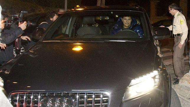 La cantante colombiana ha llegado a la clínica Teknon de Barcelona acompañada de Gerard Piqué