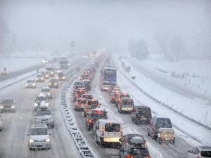 La nieve atrapa a miles de personas en los Alpes franceses