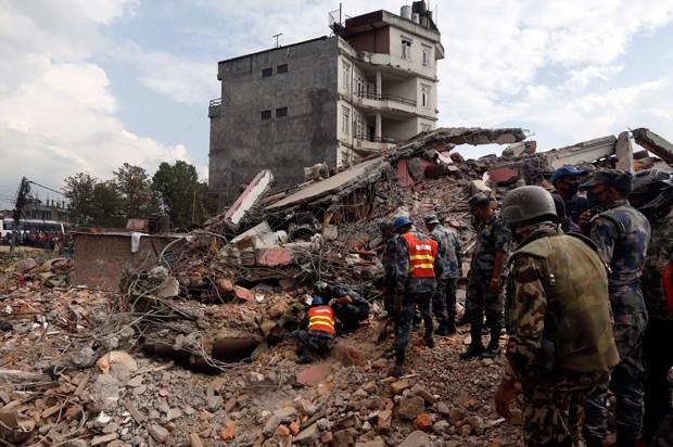 Más de 2,500 muertos por terremoto en Nepal