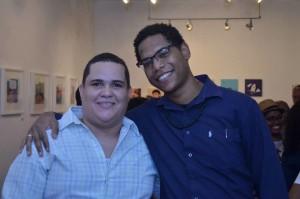 Los ilustradores Jarúl (De blanco) y José Geraldino (De negro)