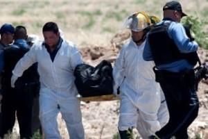 Hallan 28 cuerpos en una fosa clandestina en México