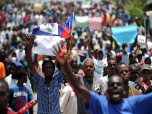 Cientos de haitianos exigen la renuncia del presidente Martelly